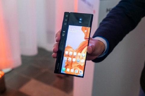 Huawei Mate X 5G Diklaim Terjual Habis dalam Kurang dari Satu Menit