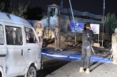 Bom Jarak Jauh Tewaskan Tiga Paramiliter Pakistan