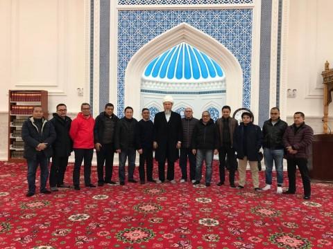 <i>Mengelola Keberagaman di Xinjiang</i>