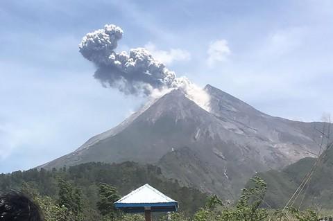 Gunung Merapi Keluarkan Awan Panas Setinggi 1 Km