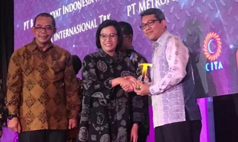 Sri Mulyani Beri Penghargaan Perpajakan ke Adaro Energy