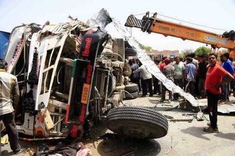 Tabrakan Fatal Bus dan Truk di India, 11 Orang Tewas