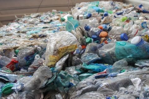 Pembakaran Sampah Plastik Secara Terbuka Melanggar UU