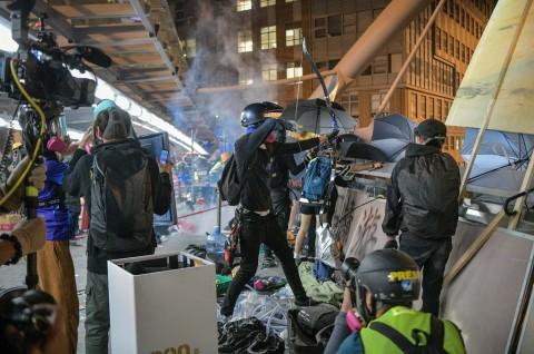 Ketegangan di Kampus Hong Kong Masuki Hari Ketiga