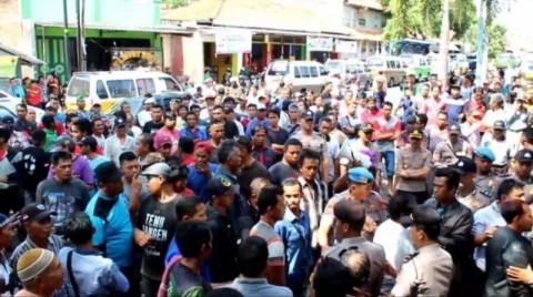 Ratusan Sopir Angkot di Kuningan Mogok