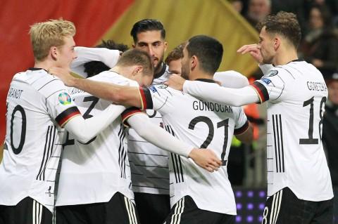 Gnabry Hat-trick, Jerman Hajar Irlandia Utara 6-1