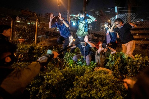 Dikepung Polisi, Pendemo di Kampus Hong Kong Cari Jalan Keluar