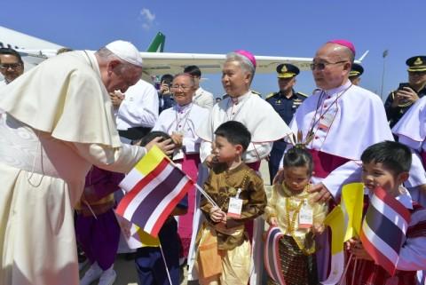 Tiba di Thailand, Paus Fransiskus Disambut Meriah