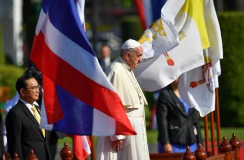 Paus Fransiskus Bertemu Pemimpin Agama Buddha di Thailand