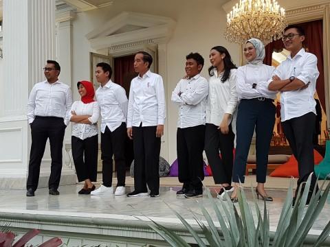 Jokowi Perkenalkan 7 Stafsus Milenial