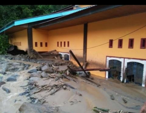 Banjir Bandang dan Longsor Melanda Agam