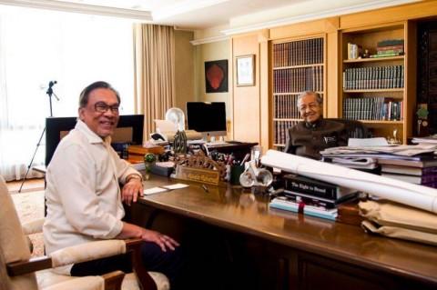 Mahathir-Anwar Bertemu Membahas Transisi Kekuasaan