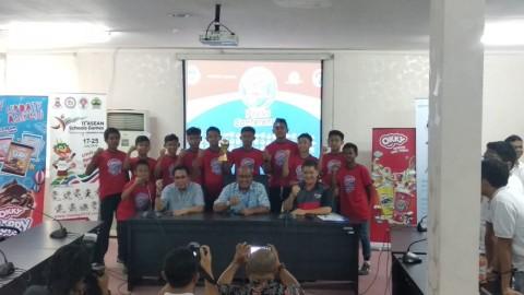 Pesepak Bola Muda Indonesia Menangi Turnamen di Singapura