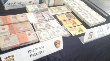 Polisi Bongkar Sindikat Pengedar Dolar AS Palsu