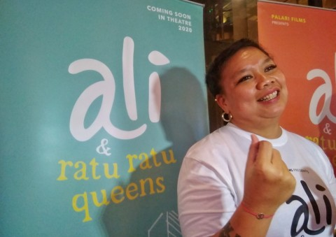 Senangnya Tika Panggabean Main Film Bareng Iqbaal Ramadhan