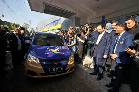 Surya Paloh Luncurkan 157 Mobil Siaga NasDem di Jatim