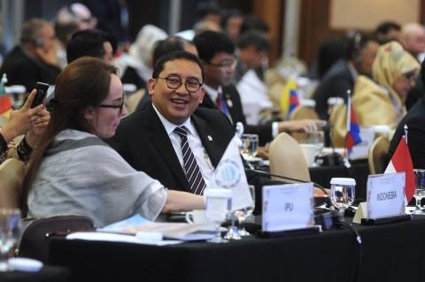 Prabowo Diminta 'Tertibkan' Fadli Zon
