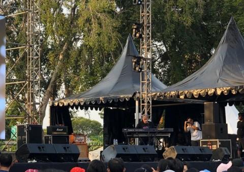 Fariz RM Kenang Mendiang Andi Meriem Mattalatta di The 90's Festival