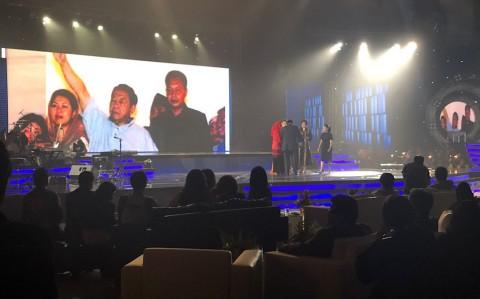 Keluarga Gus Dur Menerima Penghargaan Metro TV