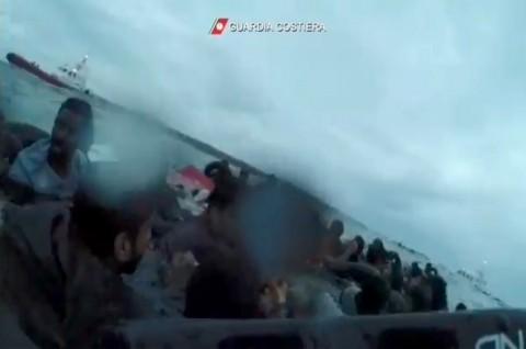 Italia Selamatkan 149 Imigran di Laut Mediterania