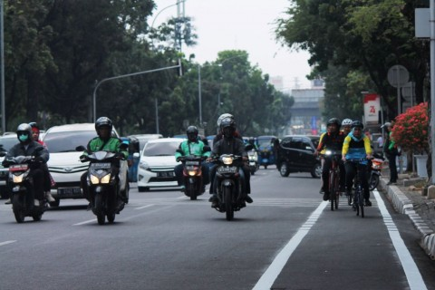 Anies Ingin Pengemudi Bagi Ruang dengan Sepeda