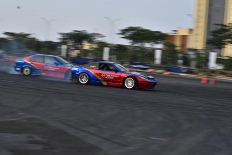 Drift IWS, Menyatunya Olah Raga Otomotif dan Hiburan
