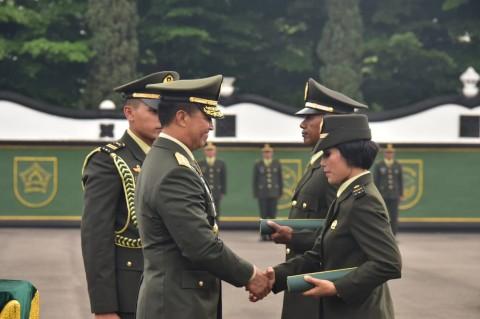 Pelantikan 1.000 Perwira Lulusan Diktukpa Khusus TNI AD