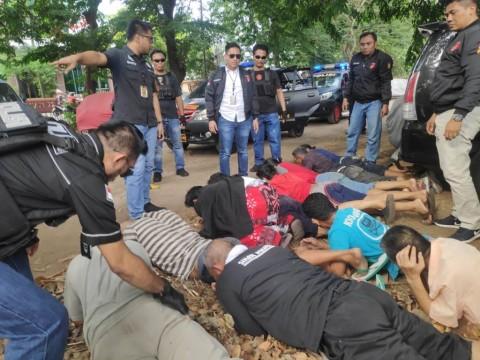 Polisi Tangkap 11 Preman Bersenjata Tajam di Jelambar