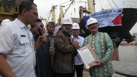 Mentan Lepas Ekspor Ribuan Ton Pakan Ternak ke Filipina