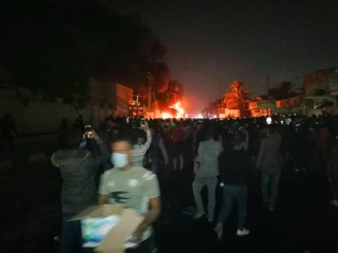Pedemo Irak Bakar Gedung Konsulat Iran