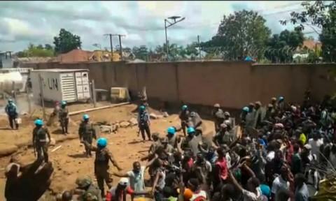 Responden Ebola di Kongo Terjebak Amuk Massa