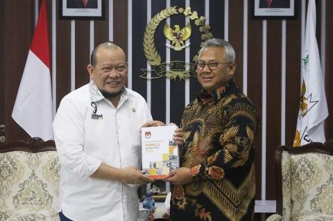 KPU Serahkan Laporan Pemilu 2019 ke DPD