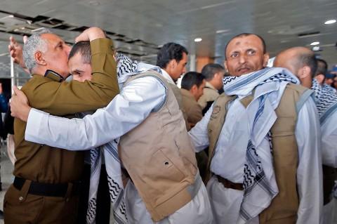 Ratusan Tahanan Houthi Tiba di Sanaa