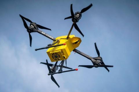 Polandia Uji Coba Drone Pengirim Darah dan Obat-obatan