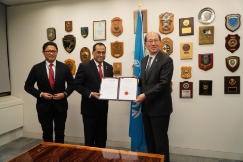 Menhub Sampaikan Dokumen Pengesahan Konvensi Internasional IMO