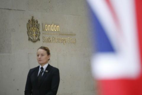 Bursa Saham Inggris Tumbang