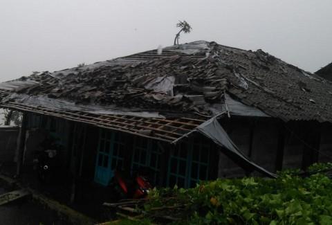 121 Rumah di Magelang Rusak Diterjang Hujan Deras