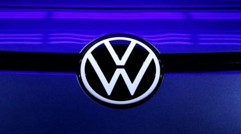 Luhut Ajak VW Produksi Mobil Listrik di Indonesia
