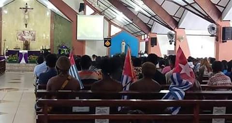 Bendera Bintang Kejora Masuk Gereja