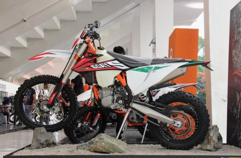 KTM 450 EXC-F Six Days Hanya Tersedia 10 Unit di Indonesia