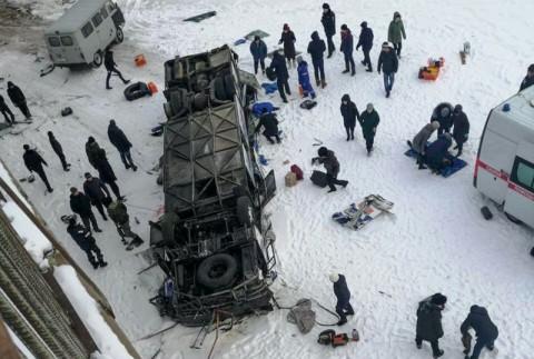 Bus Terjun ke Sungai Beku di Siberia, 19 Tewas