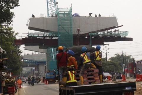 Crane Proyek Tol BORR Seksi IIIA Patah