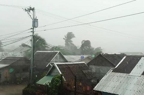 Bergerak ke Manila, Topan Kammuri Rusak Banyak Rumah
