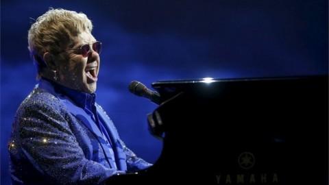 Elton John Ajak Masyarakat Dukung ODHA