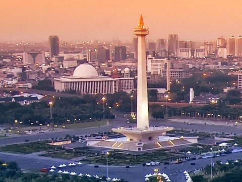 Monas Area Emptied after Explosion