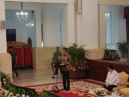 Jokowi Minta Menterinya Menyuntikkan Pancasila di Regulasi