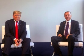 Trump dan Erdogan Lakukan Pertemuan Mendadak di KTT NATO