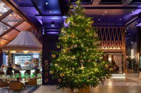 Pohon Natal Termahal di Dunia Diliputi Perhiasan Rp220 Miliar