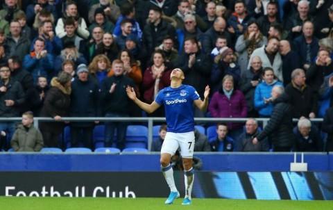 Chelsea Tertunduk di Markas Everton