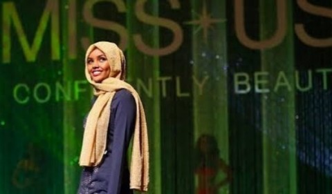 Supermodel Berhijab Pertama Kunjungi Indonesia